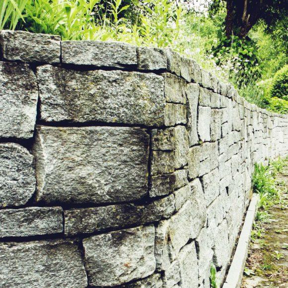 Natursteinmauer schottisch