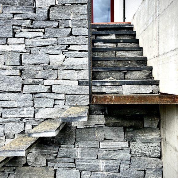 Naturstein und Stahl